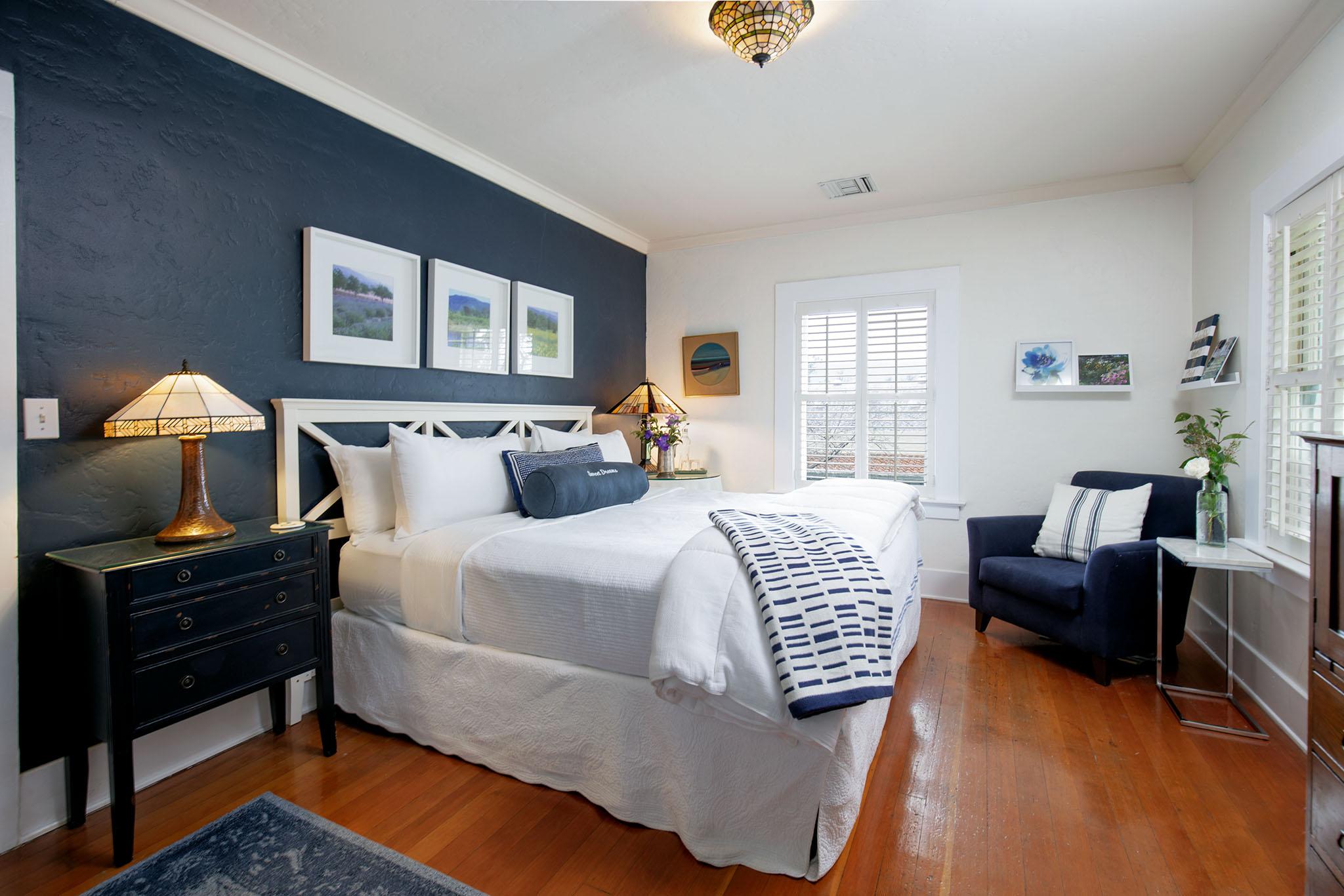 Bed room in Ojai, CA/Lavender Inn, bed and breakfast