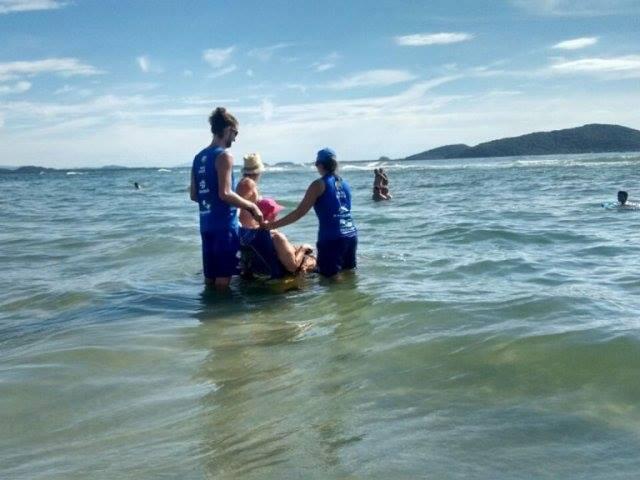 Photo of Cadeirantes agora também podem pegar onda no litoral paranaense
