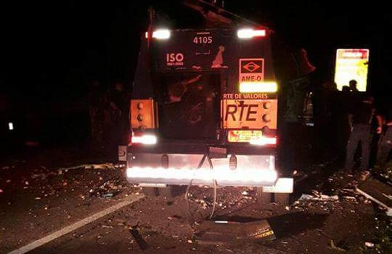 Photo of Bandidos explodem carro-forte na BR-277 em Morretes