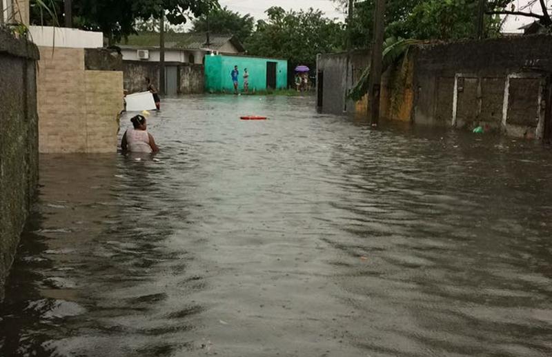 Photo of Prefeitura de Paranaguá quer minimizar efeitos de enchentes