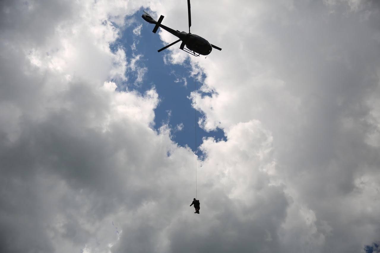Photo of PM resgata mulher que caiu de cachoeira em Guaratuba
