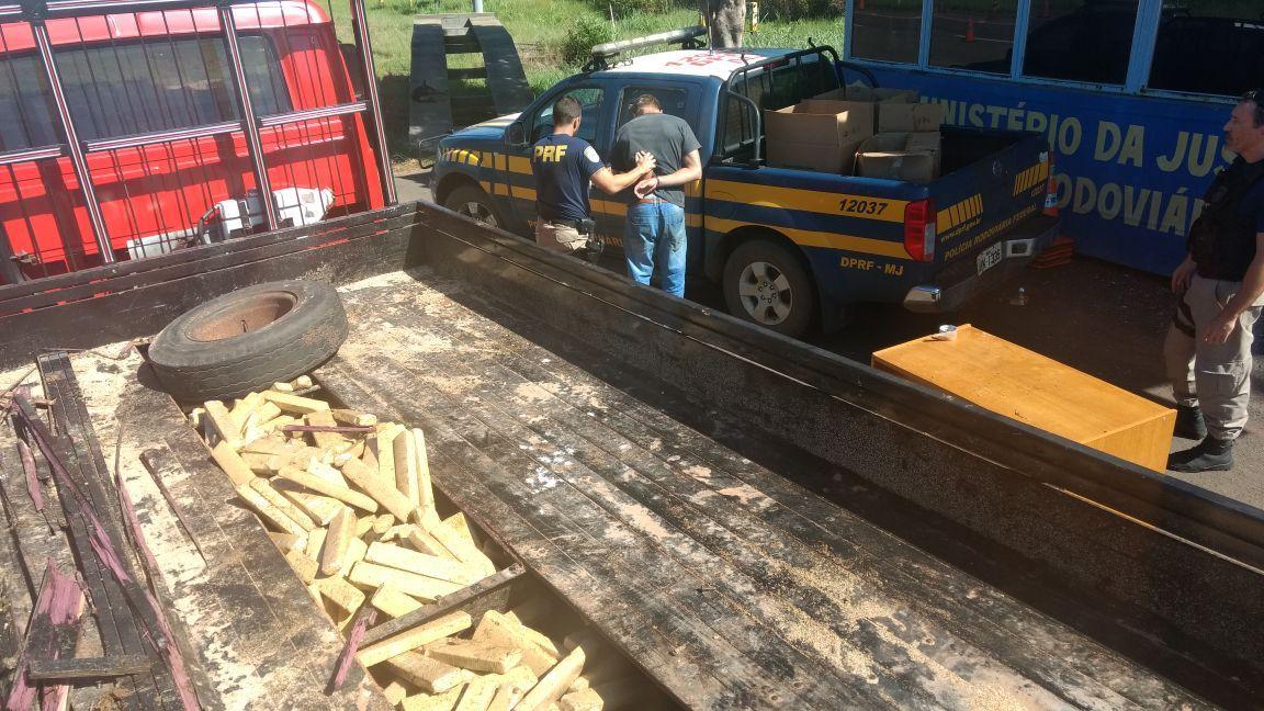 Photo of Assoalho falso de caminhão escondia 443 kg de maconha