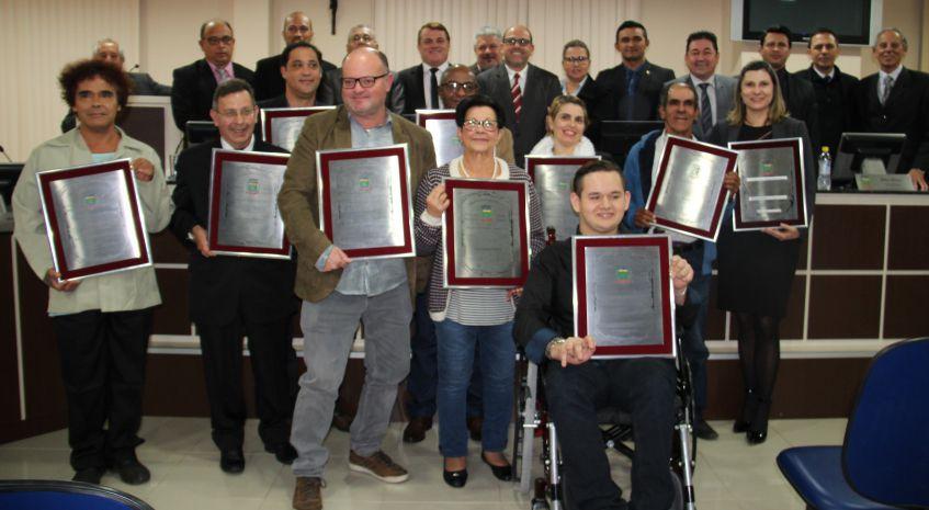 Photo of Câmara entrega títulos de Honra ao Mérito e de Cidadania Honorária
