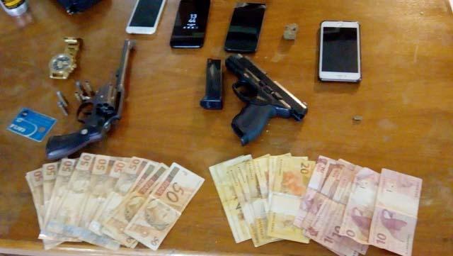 Photo of PM prende suspeitos de assaltos e apreende arma e drogas em Matinhos