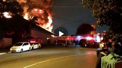 Photo of Incêndio destrói barracão em Curitiba (VÍDEO)