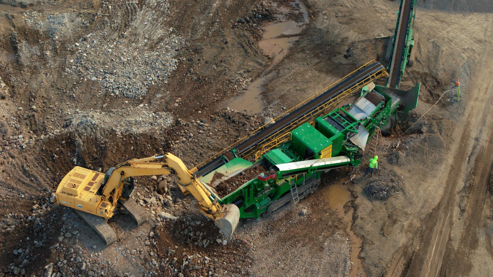 DaveSoiland-NorCalCrushers-Sonoma-County-overhead-excavator-McCloskey-crusher-conveyor