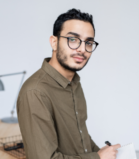 young-businessman-in-casualwear-and-eyeglasses-loo-JB4ZZET.png