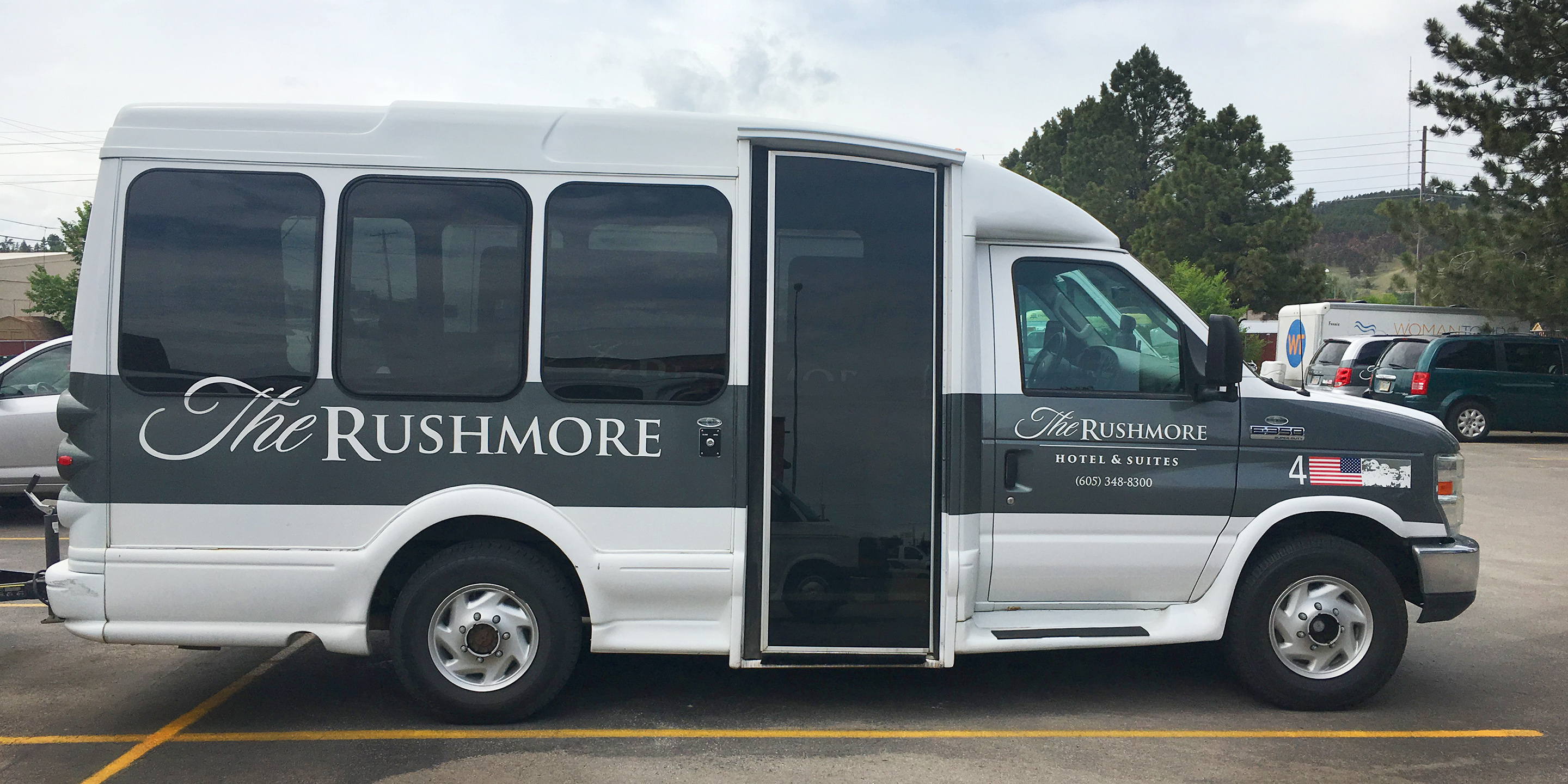 The-Rushmore-Hotel-Airport-Shuttle