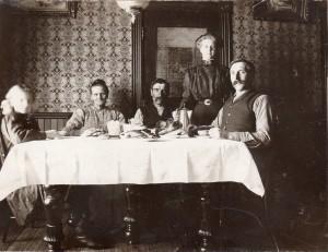 Alma Score (Skarrit) Otto (far left) circa 1907| https://juliesaffrin.com