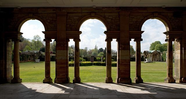 Italian Garden at Hever Castle, birthplace of Anne Boleyn, Kent County, UK