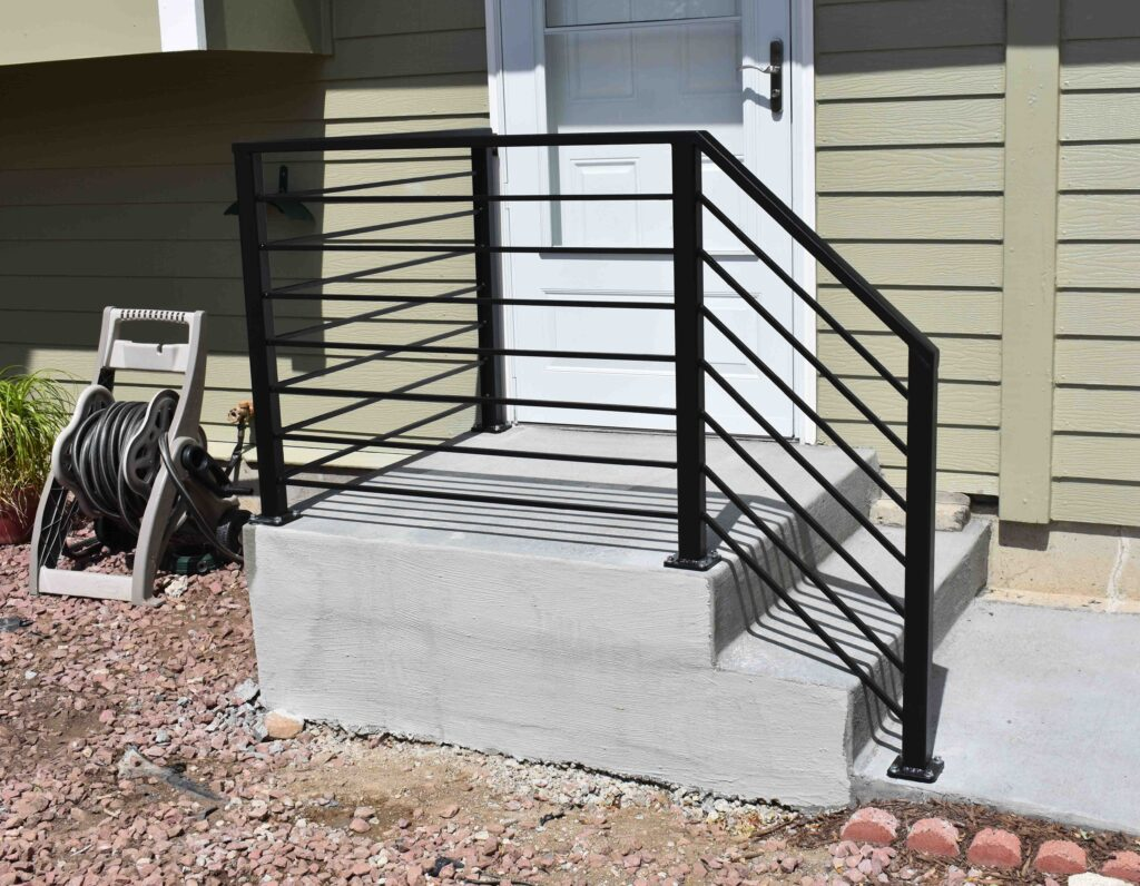 Exterior porch guardrail with horizontal balustrades