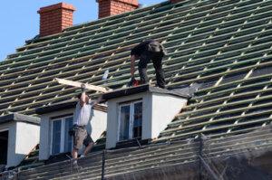 Can a handyman repair a roof
