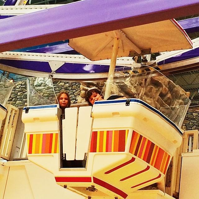 Edan & Sara peek out of Ferris Wheel #mallofamerica #minneapolis