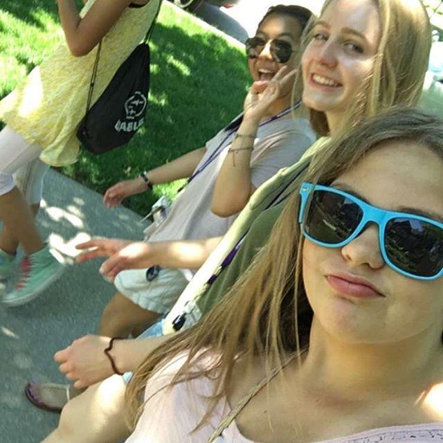 Selfie posse.