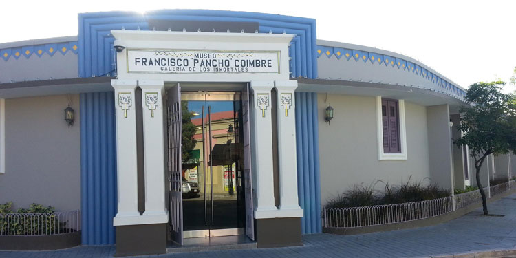 "Museo Francisco ""Pancho"" Coimbre outside"