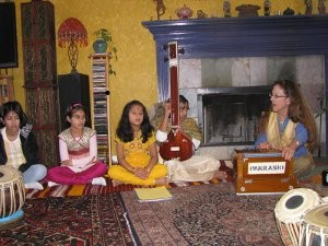 SaraswatiPuja2011singing300wide