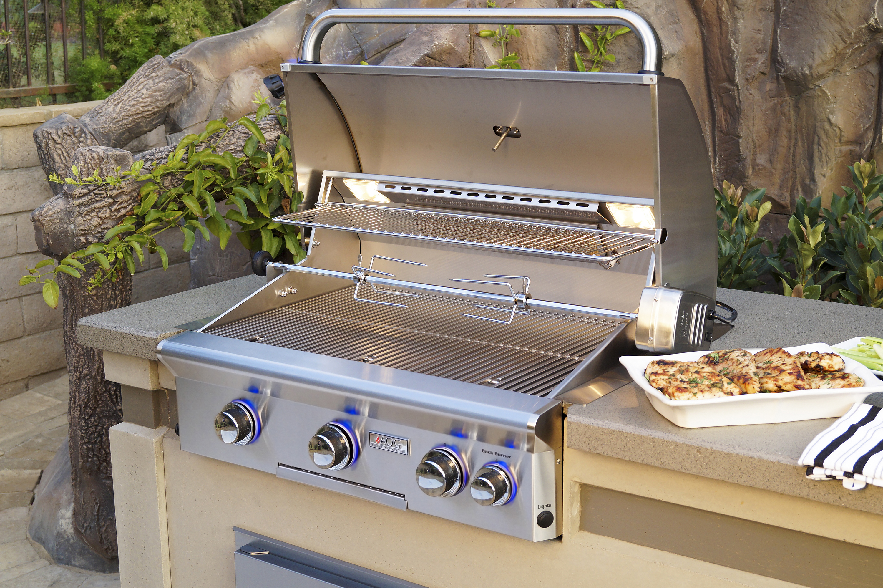 AOG_30NBL_30_ L-Series Built-In Grill, Lifestyle 2