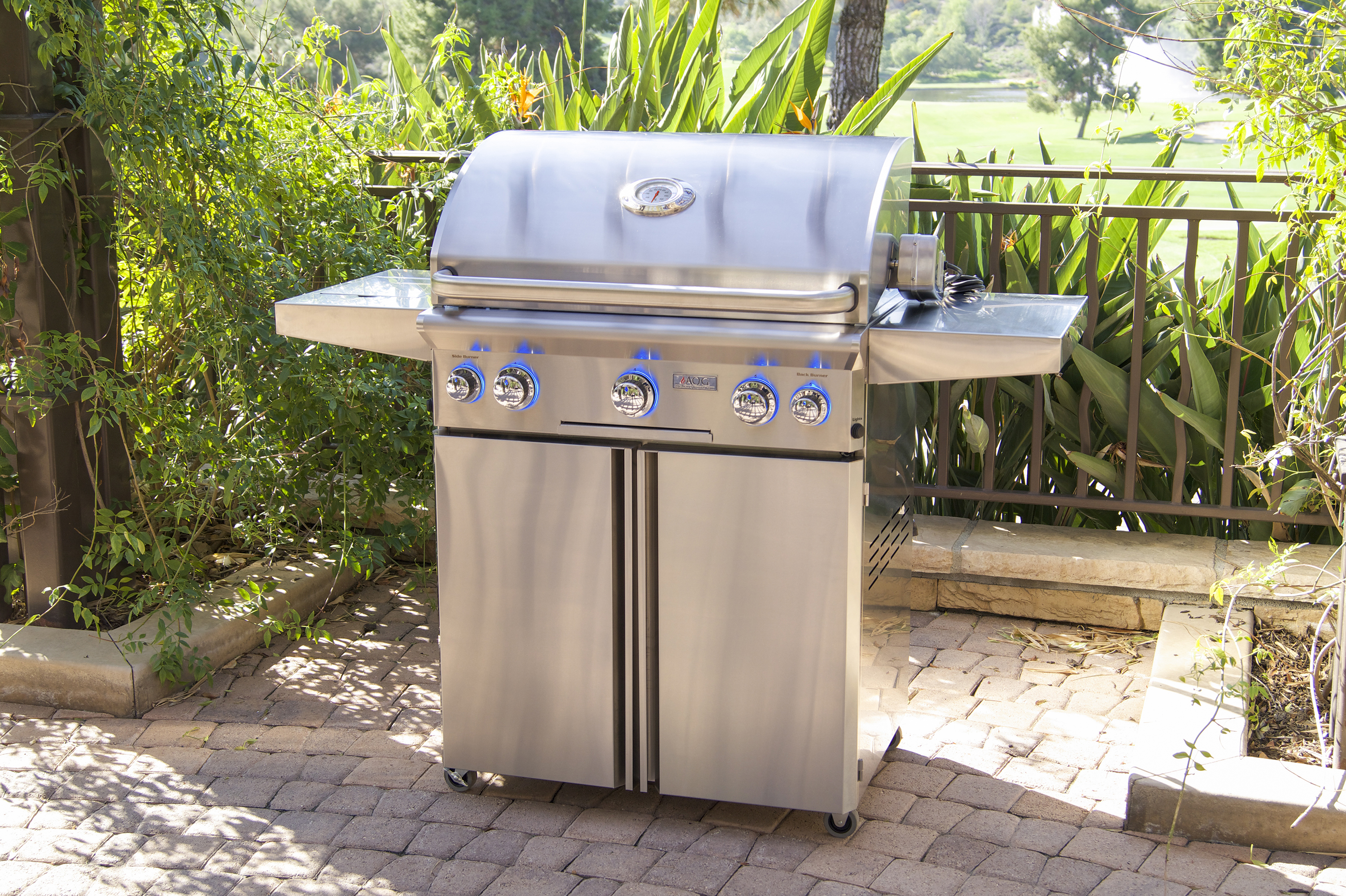 AOG_30PCL_30_ L-Series Portable Grill, Lifestyle 2 (2018)