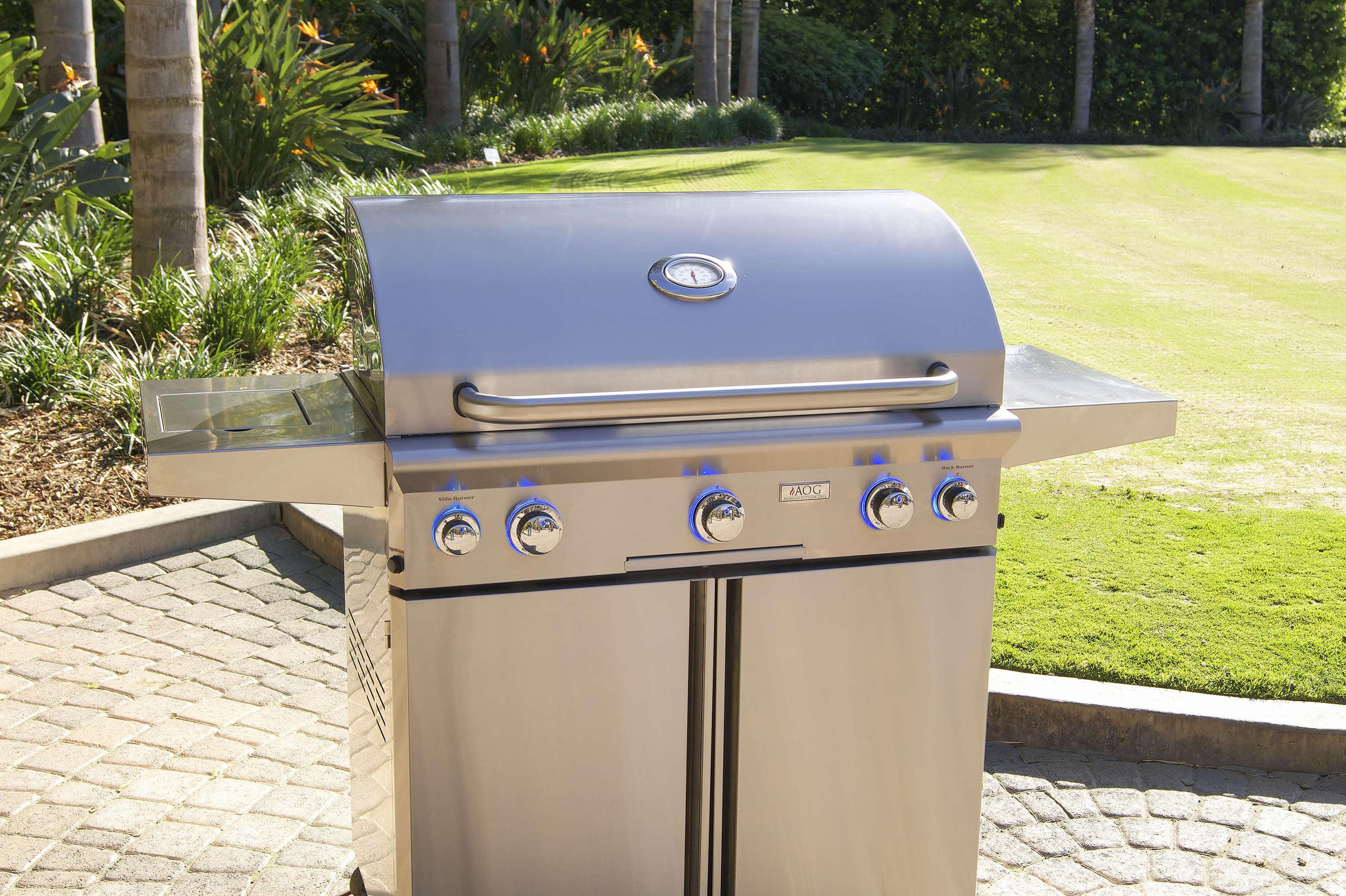 AOG_36PCL_36_ L-Series Portable Grill, Lifestyle 1 (2018)