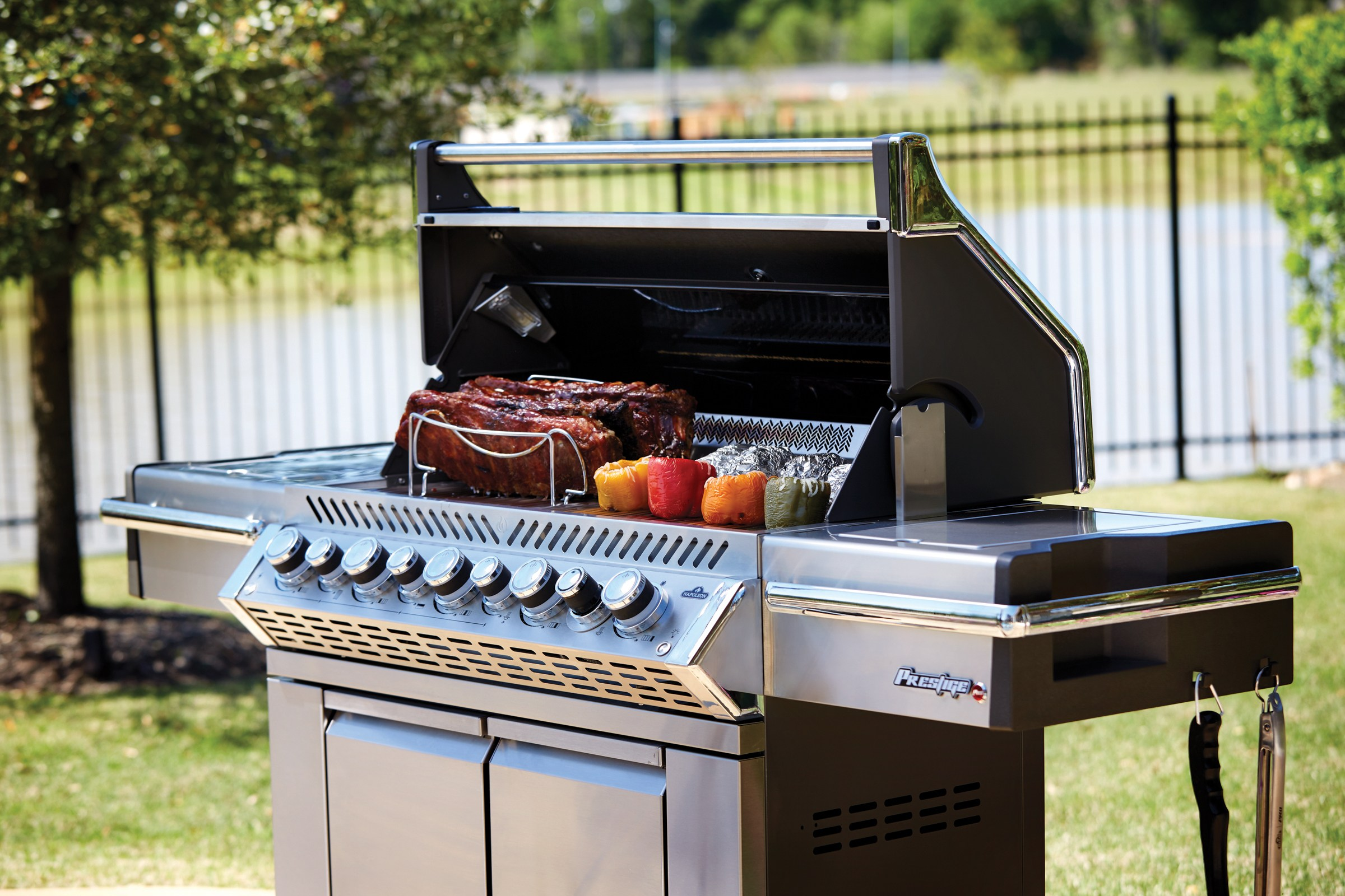 PRO665RSIB-2-lifestyle-angle-food-on-grill-napoleon-grills