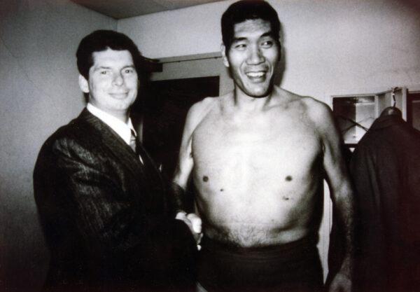 Vince McMahon shakes Giant Baba's hand