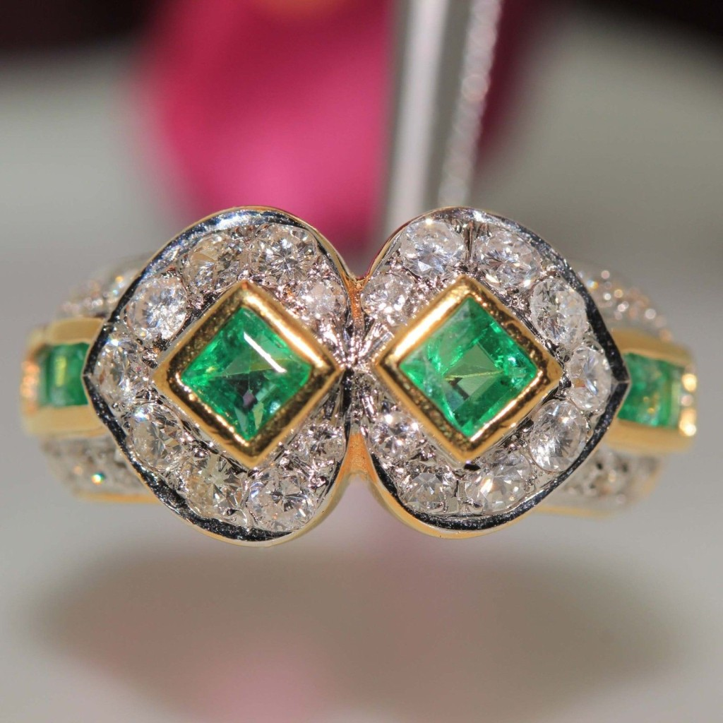 Gorgeous Emerald Diamond Ring