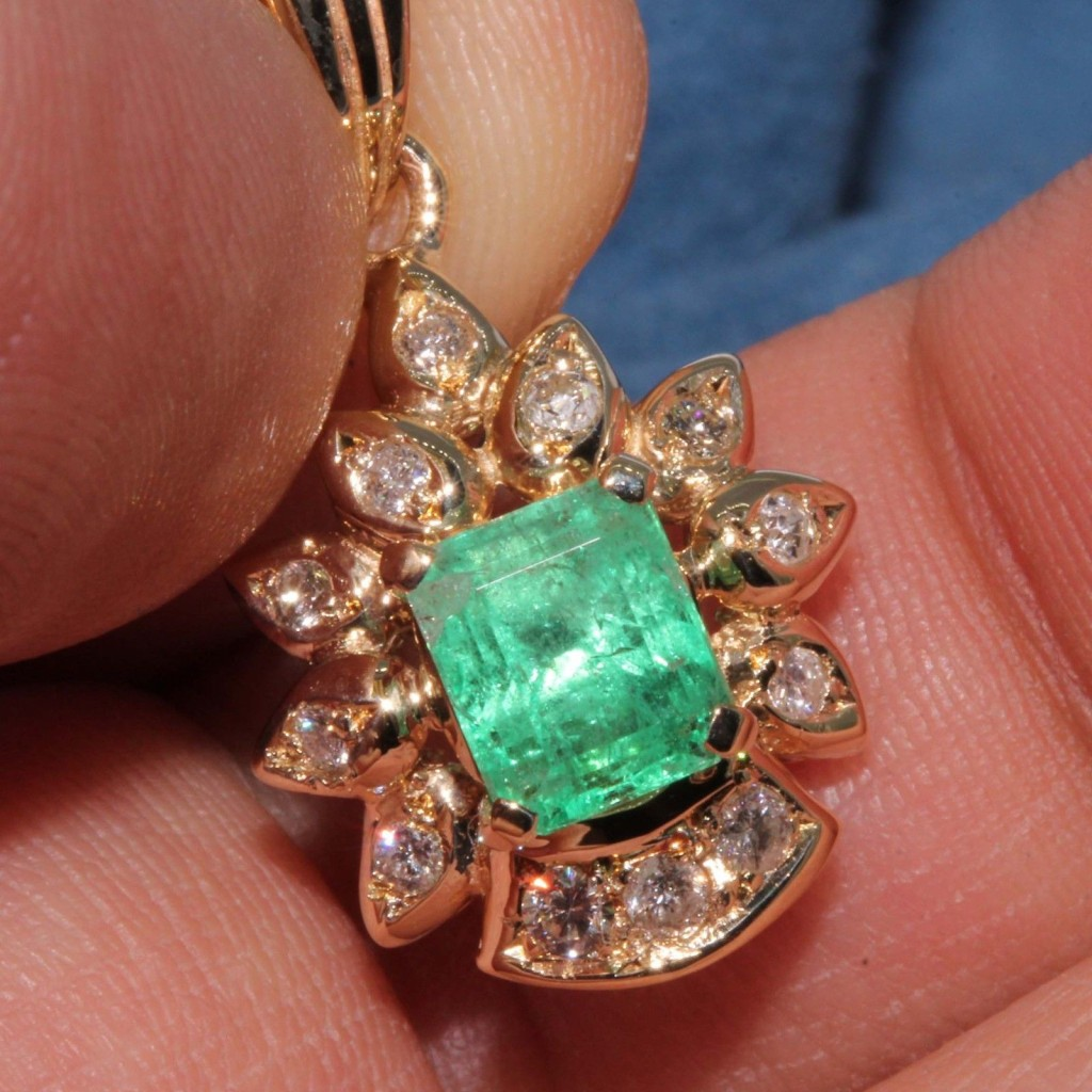 Estate 14k Yellow gold Natural Colombian Emerald & Diamond Pendant charm 1.61 ctw