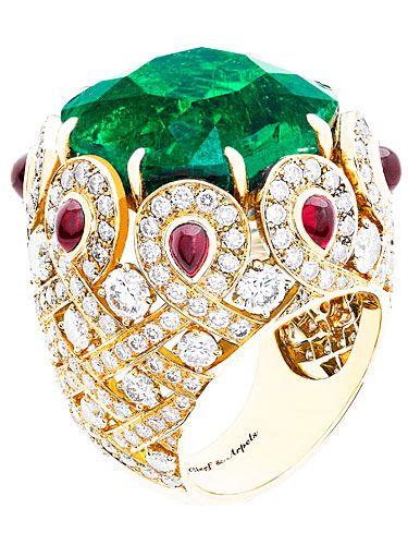 Gorgeous Van Cleef & Arpels Emerald Ring