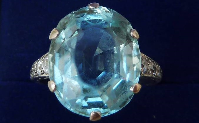 Stunning solid platinum art deco 12ct aquamarine and 1/2ct diamond ring