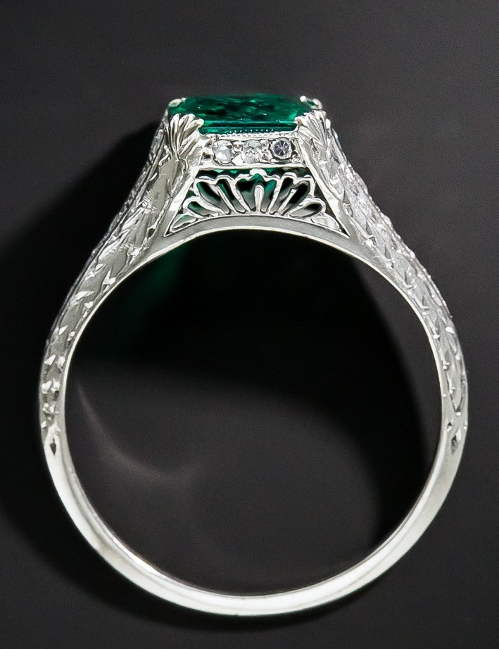 Art Deco 1.22 Carat Emerald and Diamond Ring