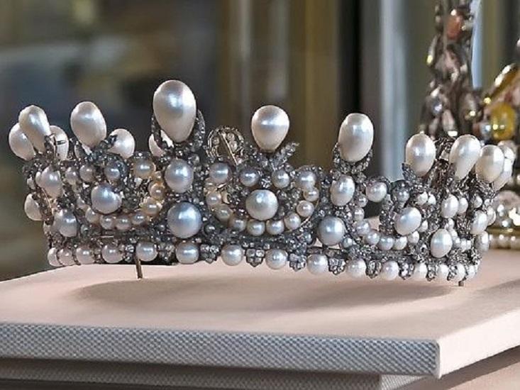 Empress Eugenie's Pearl and Diamond Tiara (1853)