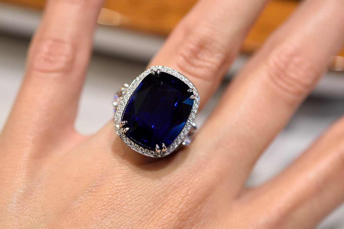 Gorgeous Sapphire and Diamond Ring
