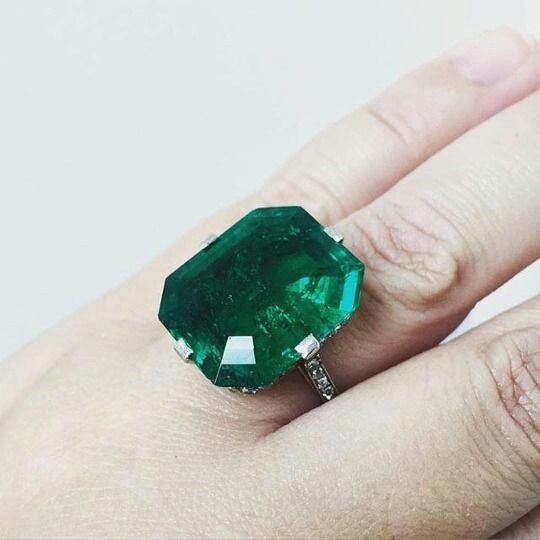 Greener than the green!: Stunning Colombian emerald ring, made by Van Cleef & Arpels in 1920.