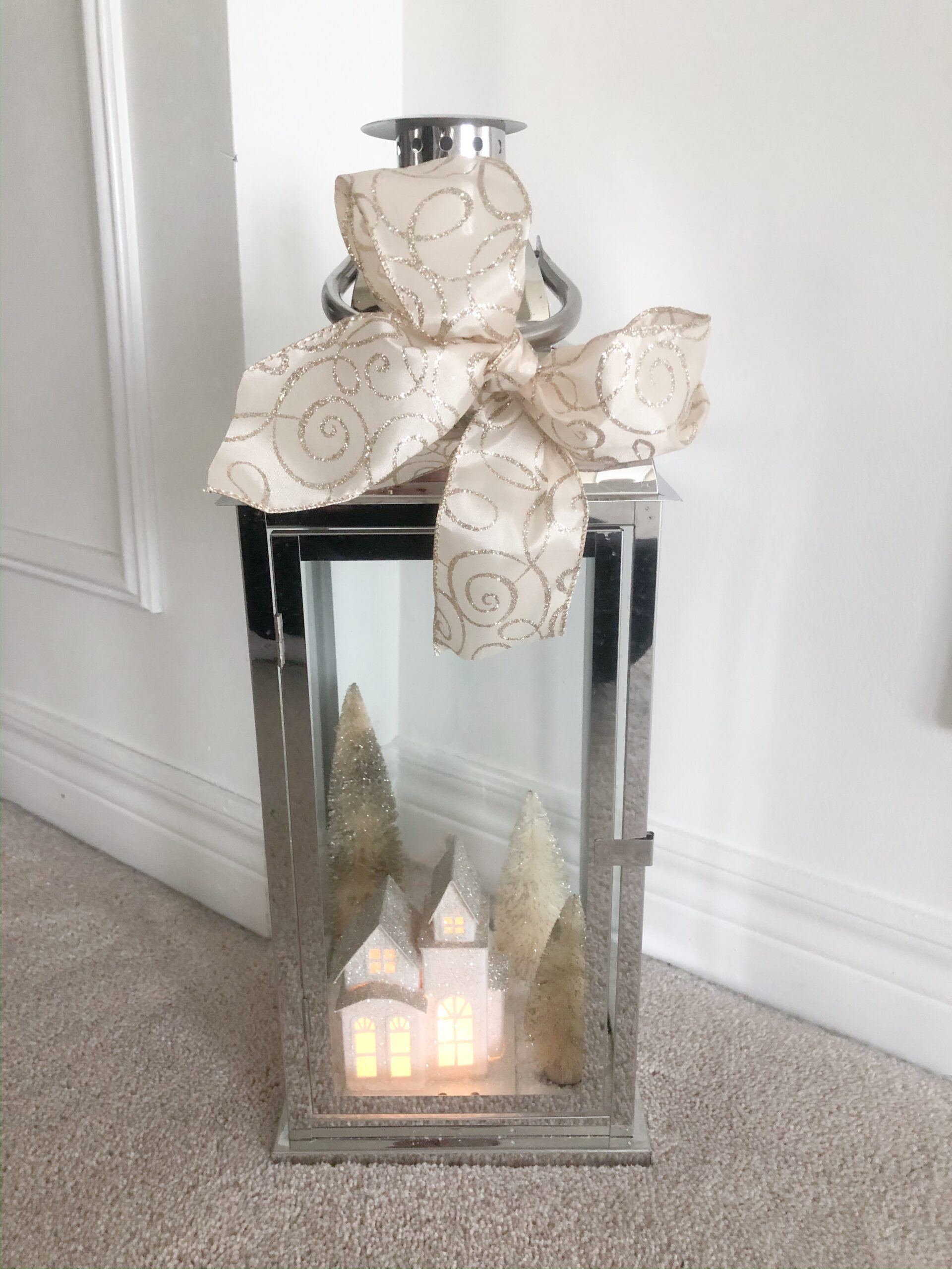 DIY Christmas Lantern on Livin' Life with Style