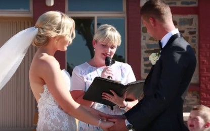 Niño interrumpe una boda….