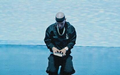 """KENDO KAPONI regresa a la escena musical con """"RESISTENCIA"""", una potente declaración de lucha y resiliencia para la humanidad en tiempos del COVID-19"""