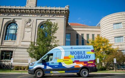 La biblioteca pública de Grand Rapids lanza el servicio de biblioteca móvil