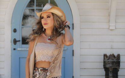 La cantante y compositora de country texano Savannah Rae estrena flaunty nuevo video para 'Soft Place To Land'