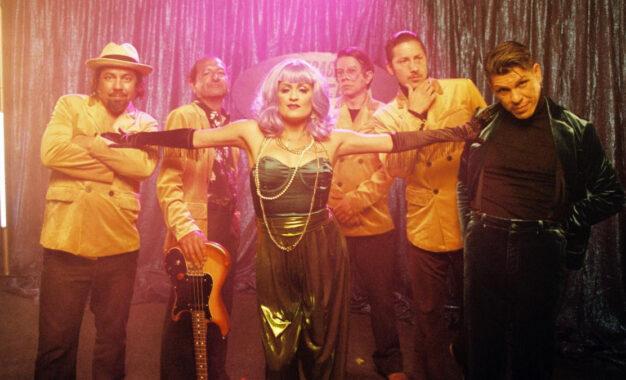 Las Cafeteras nos presentan La Sirena su nuevo éxito.