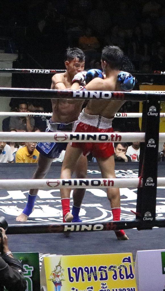 lumpinee4 581x1024 - Lumpinee Boxing Stadium, Bangkok
