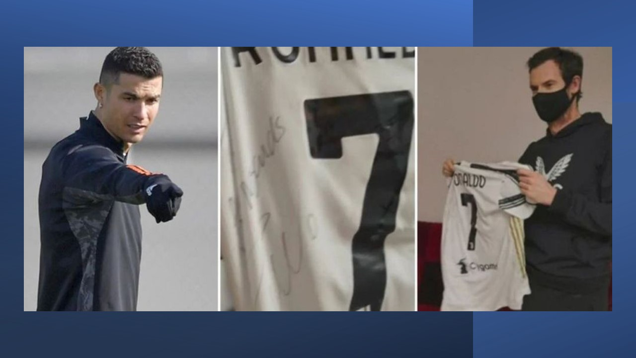 Cristiano Ronaldo presents Andy Murray with a signed Juventus C7 shirt