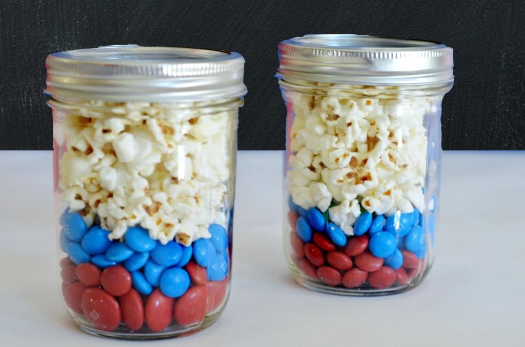 Movie Night Snacks in a Jar- #movienight, #snacks, Superheroes, M&M's, Captain America, M&M recipes