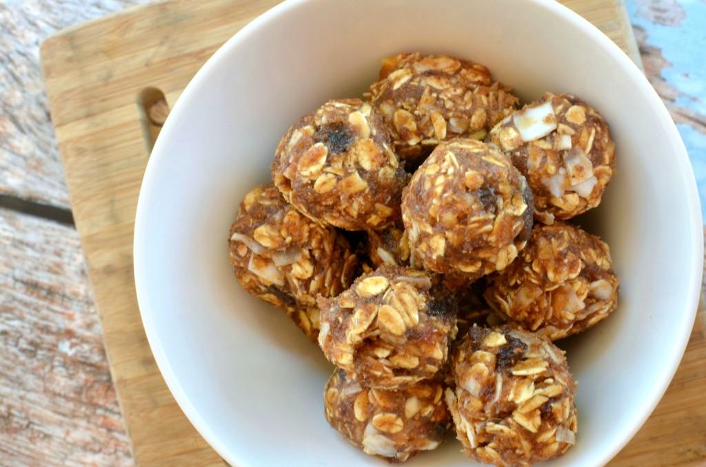 Date No Bake Energy Bites #recipe   Tastes just like an Apple Pie LARA Bar. #snack #21DayFix