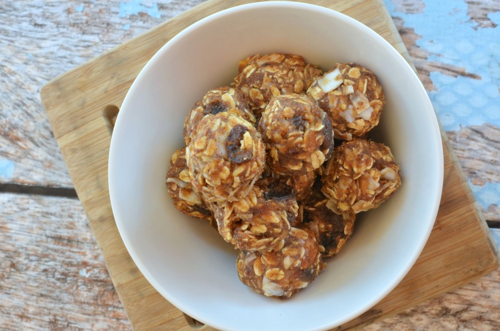 Date No Bake Energy Bites #recipe | Tastes just like an Apple Pie LARA Bar. #snack #21DayFix