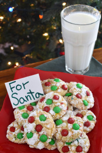 Holiday Snowflake M&M Cookies   The perfect cookie for Santa. #BakeInTheFun AD #recipe