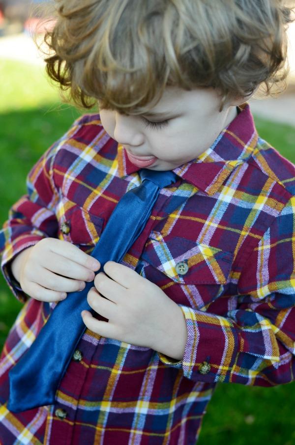 DIY Easy Boys No-Sew Tie with tying diagram. ad #WalmartBaby