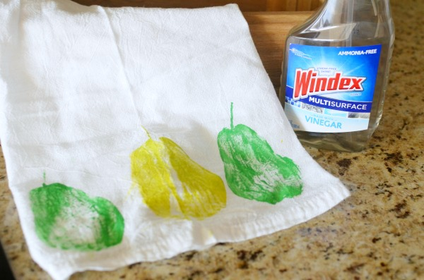 The easiest hand-painted flour sack towels for the kitchen. So cute and fun! Plus see how I'm ditching the dirty for a clean and #StreakFreeShine #ad