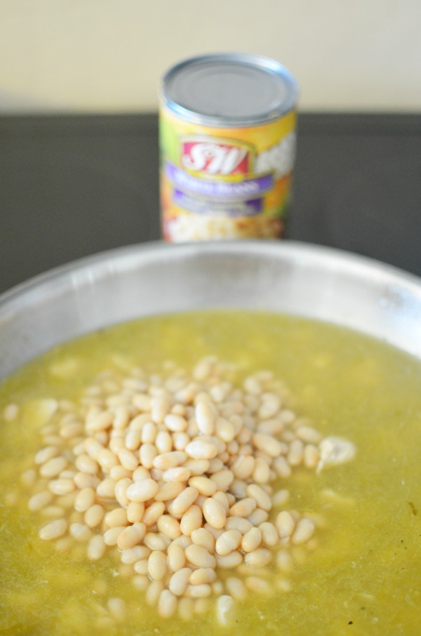 White Chicken Chili recipe made easy with @SWBeans. #SWBeans #IC #ad