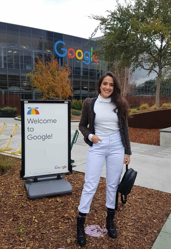 Mulher no campus da Apple, Vale do Silício