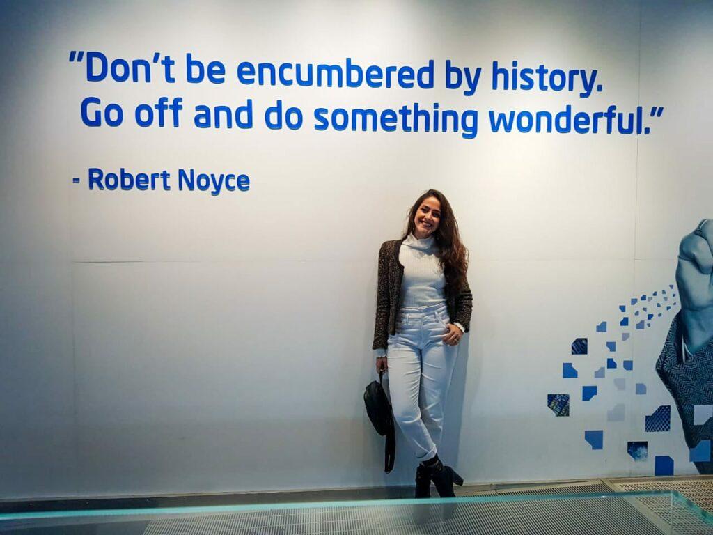 Mulher no Museu da Intel, Vale do Silício